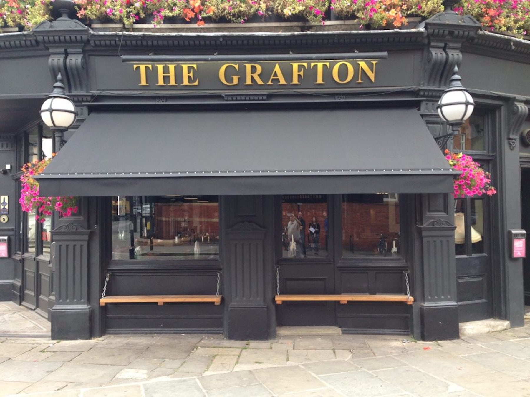 Victorian awnings alfresco solutions europe ltd for The grafton