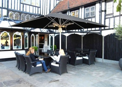giant-heated-parasols-sheesh-restaurant-chigwell-essex-02