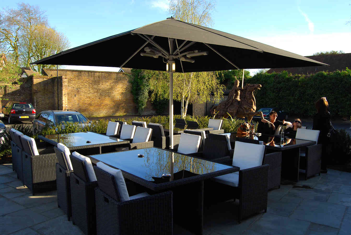 Giant Commercial Parasol – Sheesh Restaurant – Chigwell