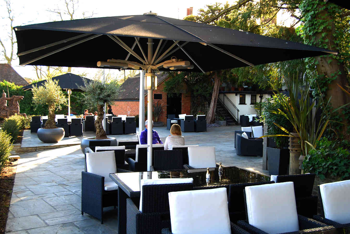 giant commercial parasol sheesh restaurant chigwell alfresco solutions europe ltd. Black Bedroom Furniture Sets. Home Design Ideas