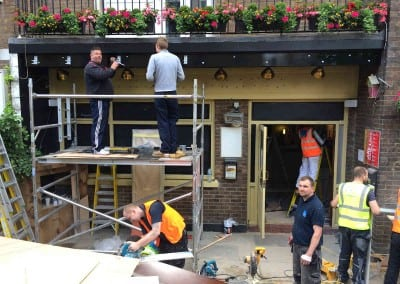 retractable-awnings-the-belgravia-arms-london-01