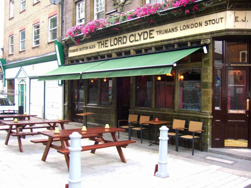 Commercial Awning – The Lord Clyde