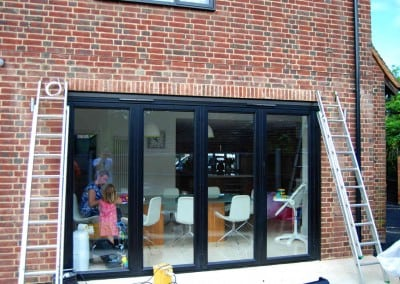 uhlman-giant-parasol-and-retractable-awning-loughton-01