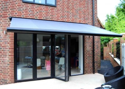 uhlman-giant-parasol-and-retractable-awning-loughton-02