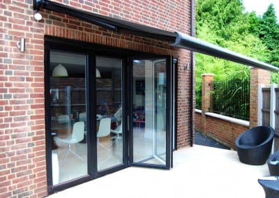 uhlman-giant-parasol-and-retractable-awning-loughton-03