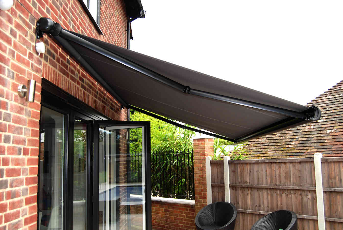 Uhlman Giant Parasol And Retractable Awning Loughton 04