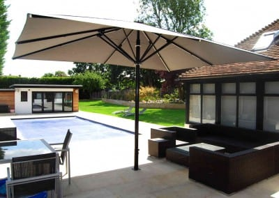 uhlman-giant-parasol-and-retractable-awning-loughton-05