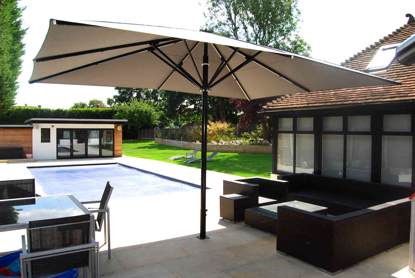 Awning & Giant Parasol – Private Dwelling – Loughton