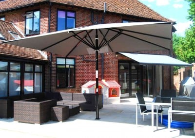 uhlman-giant-parasol-and-retractable-awning-loughton-06