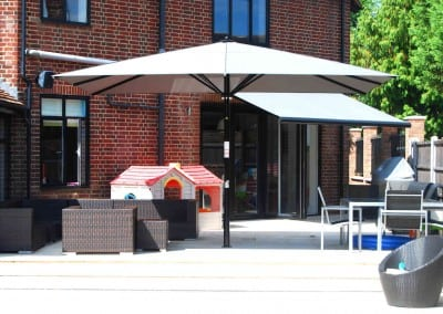 uhlman-giant-parasol-and-retractable-awning-loughton-08