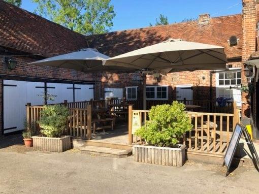 Enterprise Inns – The Falcon Pub 4 metre quattro Side arm umbrella